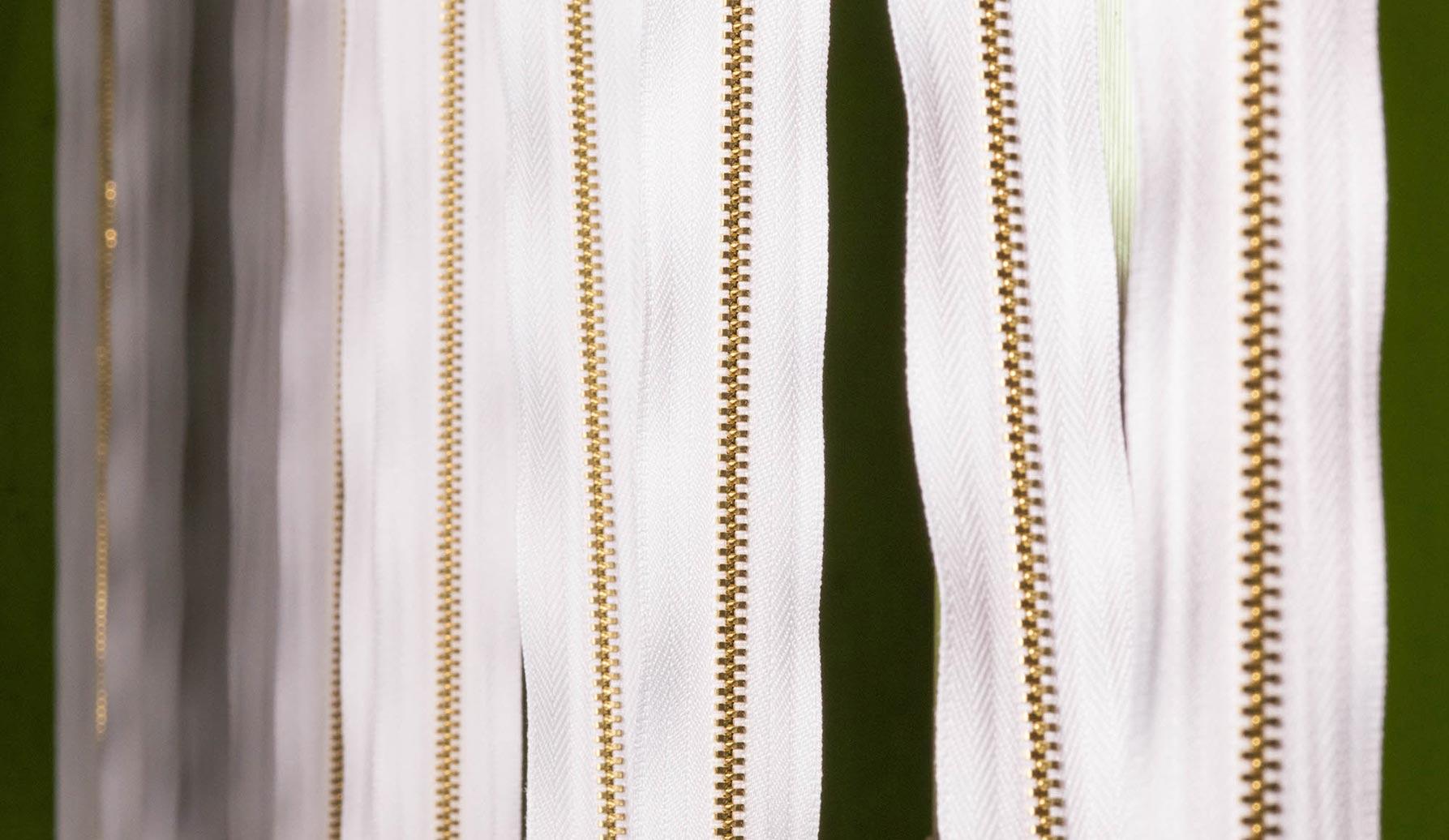 Asılı Beyaz Fermuarlar