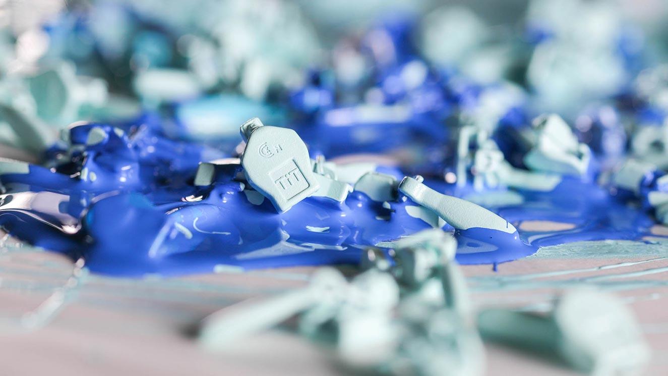 Mavi Boyanan Elcikler
